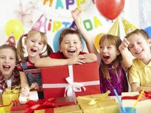 Organizziamo su prenotazione feste per bambini, banchetti e feste di laurea....